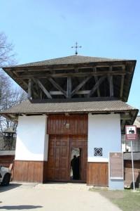 Paste-In-Bucovina-28-Intrare-Manastirea-Humorului
