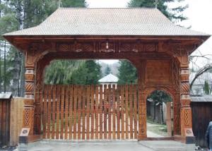 Paste-In-Bucovina-63a-Poarta-Manastirea-Sihastrie