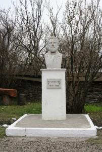 Paste-In-Bucovina-76-Statuia-Ion-Creanga
